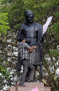 Telangana activists demolishing statue in Hyderabad